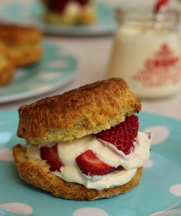 Scones with strawberries & cream