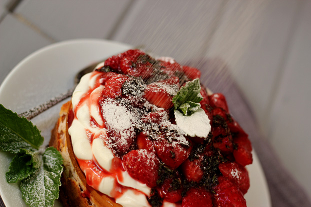 Strawberry balsamic mint cheesecake