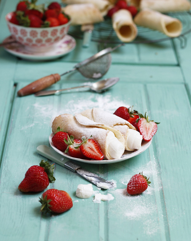 Cannoli with strawberry ricotta cream