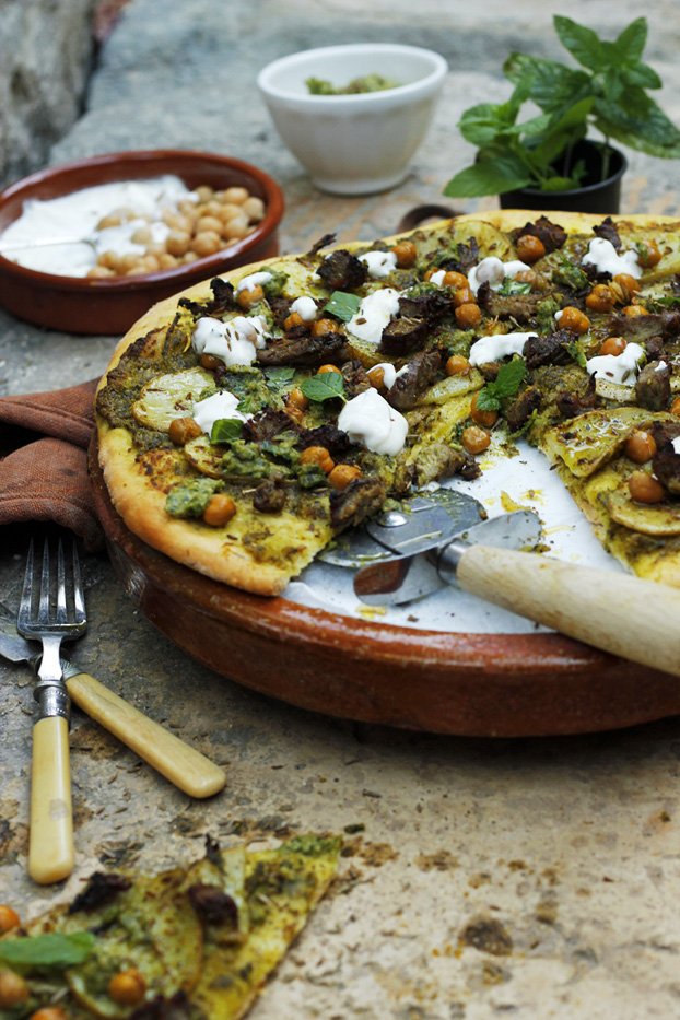 Pizza 'Lebanon' of spicy lamb & chickpeas